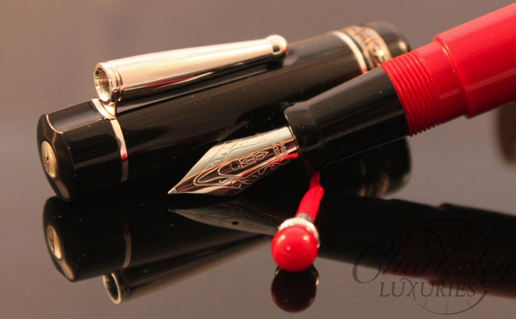 Delta Lucky Red and Black Fountain Pen (1)