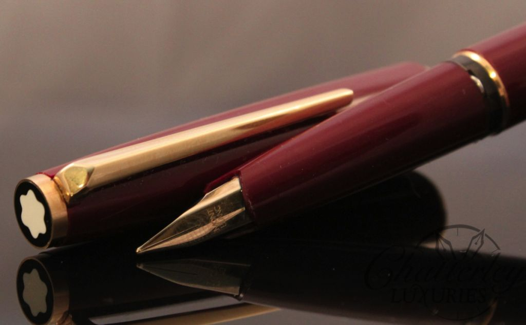 Montblanc 220 Classic Burgundy Fountain Pen