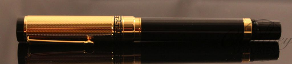 Danitrio Fountain Pen Black with Gold Colored Cap