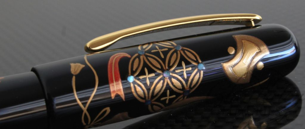 Danitrio Maki-e Fountain Pen Takara-zukushi (Symbols of treasures) on Densho