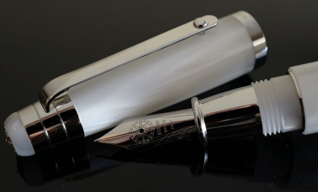Signum Nova White and Silver Fountain Pen 18KT Gold Nib
