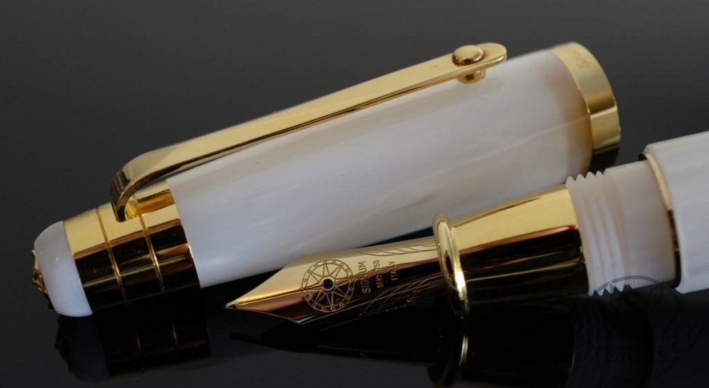 Signum Nova White and Gold Fountain Pen 18KT Gold Nib