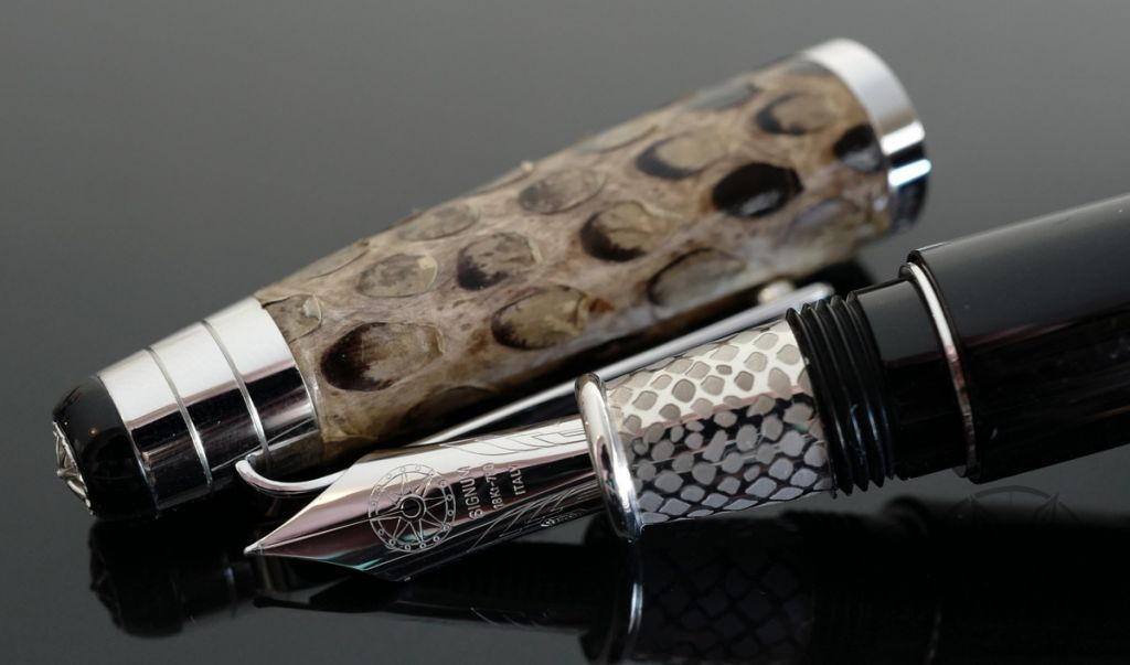 Signum Nova Natural Python Fountain Pen 18KT Gold Nib