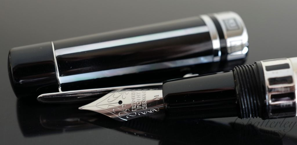 Taccia Pantheon Pearl Fountain Pen