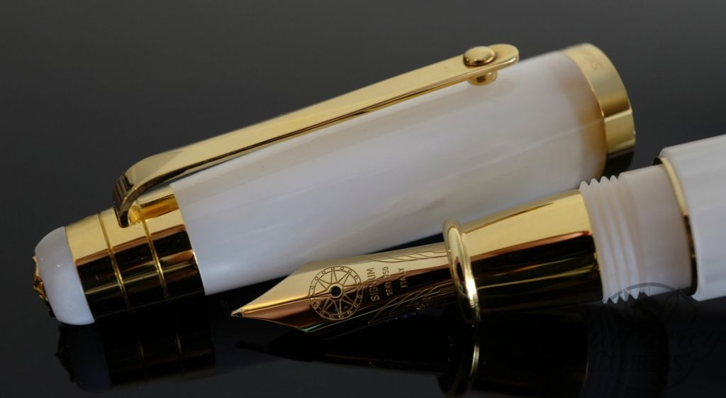 Signum Nova White and Gold Fountain Pen 18KT Gold Nib
