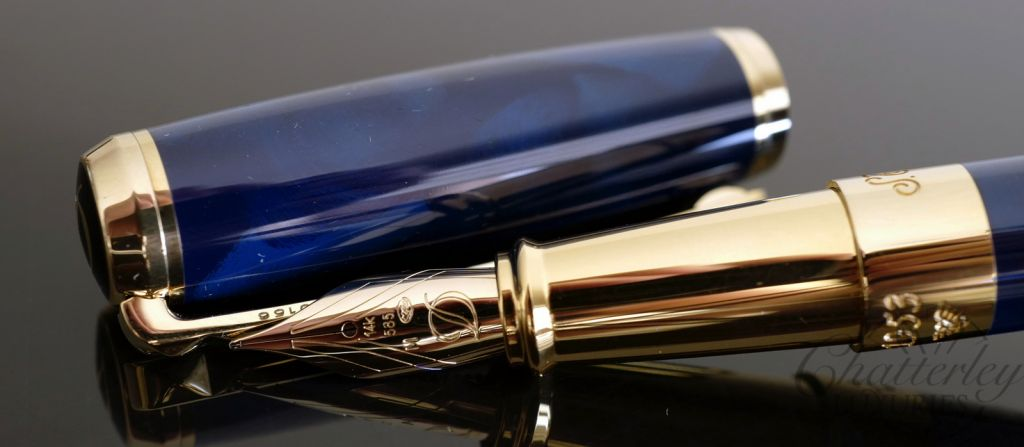 ST Dupont Atelier Navy Blue Lacquer Fountain Pen - Yellow Gold
